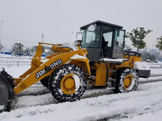 晋工设备在除雪