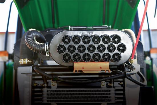 迪尔发动机提供充沛动力