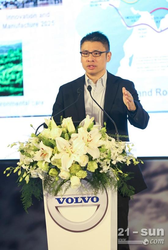 沃尔沃建筑设备中国区总裁岑家辉发表演讲