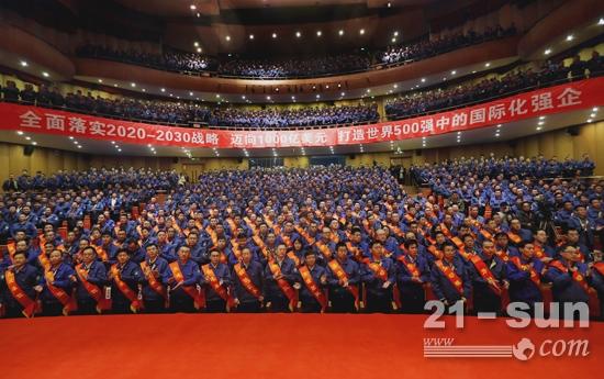 潍柴集团召开突破2000亿表彰暨迈向1000亿美元动员大会
