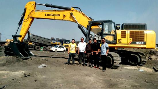 CLG950E挖掘机在印度某煤矿现场
