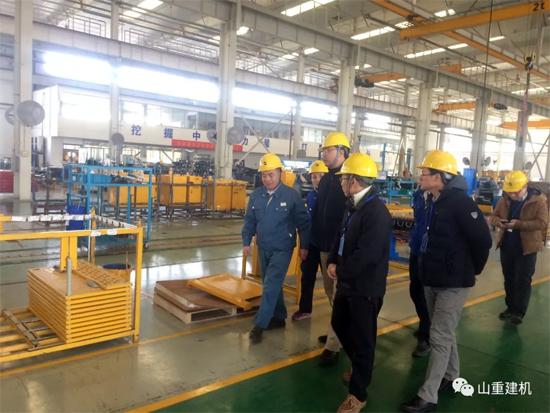 山推进出口公司总经理朱志一行到访山重建机