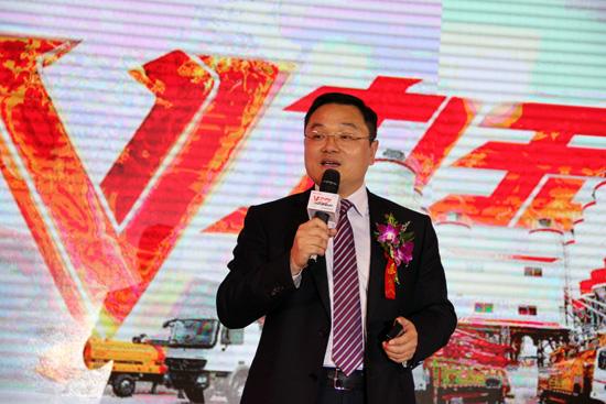 江苏三翼工程机械有限公司董事长邓富义做政策宣讲