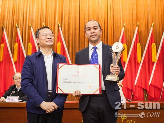 山河智能副总经理黄志雄荣获长沙市首届市长质量奖