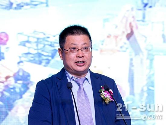 挖掘机协会常务副会长李宏宝讲话