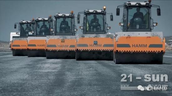 多台悍马压路机建设伊斯坦布尔机场