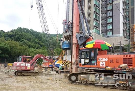 徐工XR220DIV气动潜孔锤旋挖钻机在香港进行房建桩施工