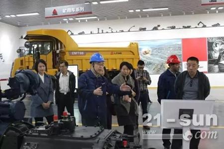 广西壮族自治区人民政府发展研究中心 来临工重机参观考察