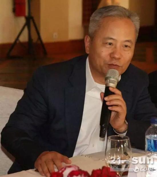 卡特彼勒全球副总裁、卡特彼勒(中国)投资有限公司董事长陈其华先生