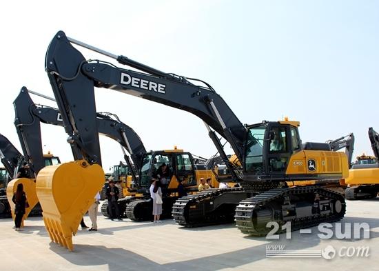 约翰迪尔E400LC新品大型挖掘机下线