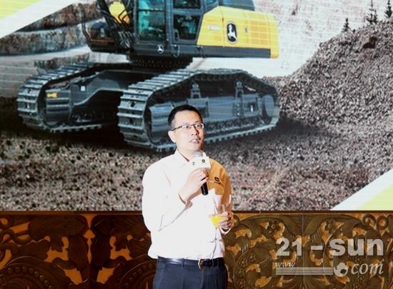 约翰迪尔工程机械中国区市场销售总经理郎云在答谢晚宴感谢客户支持