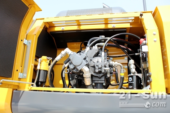 约翰迪尔E400LC挖掘机液压泵室