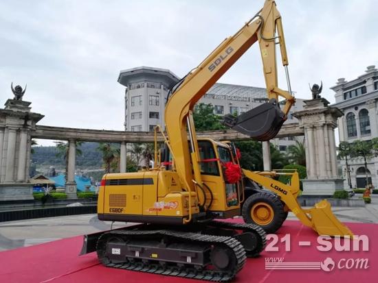 临工E680F挖掘机和临工特机WL948装载机,作为项目启动的设备