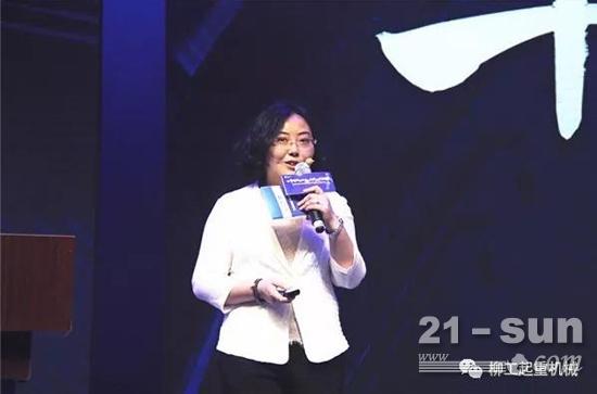 安徽柳工研究院院长徐莉女士向出席发布会的嘉宾详细介绍了高空作业平台产品