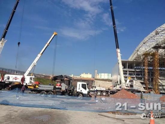 徐工起重机在巴西世界杯场馆--萨尔瓦多新水源竞技场施工