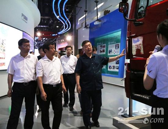 参观了中国重汽博物馆