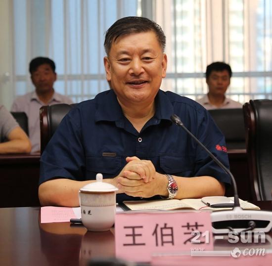 王伯芝表示中国重汽集团借力新旧动能转换,产销规模再上新台阶