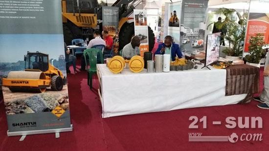 山推参展加蓬首届木业展会