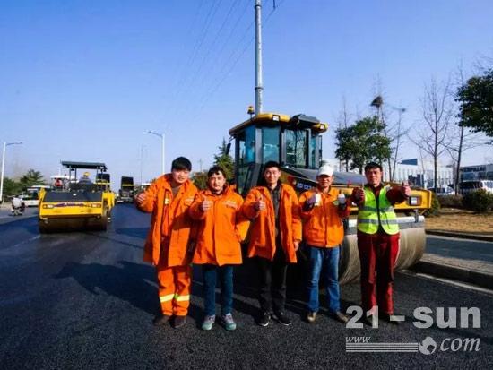 助力徐州城市道路建设的机手们