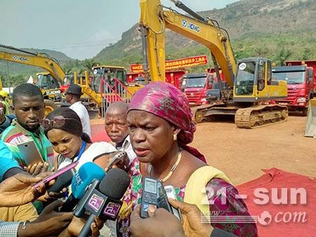 几内亚工程部前部长接受媒体采访
