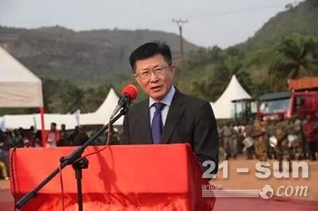 中国驻几内亚大使卞建强在启动仪式上发言