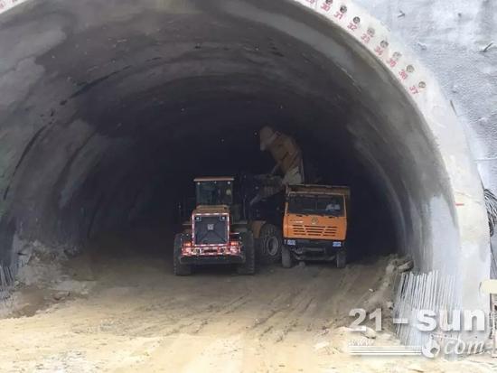 为该项目提供国内先进技术水平的湿喷台车和凿岩台车参与施工