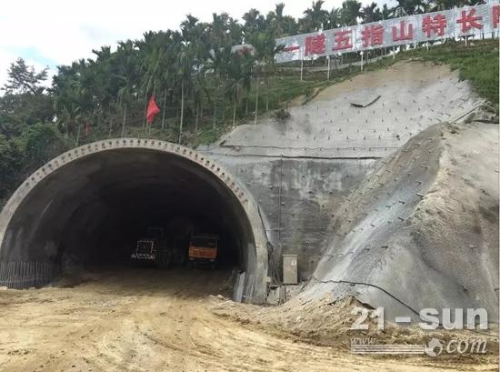 徐工广联租赁的湿喷台车已经进入施工状态