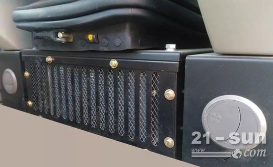 HT75W恒特轮挖使用大功率空调,提高空调效果。
