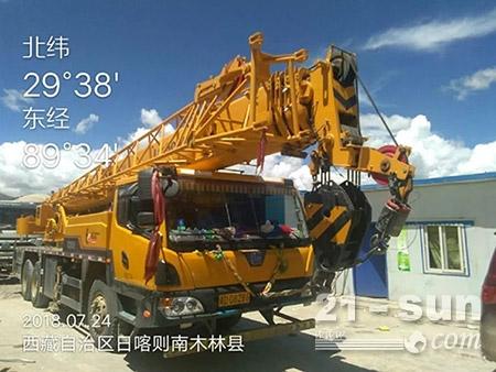 """在""""最难天路""""——川藏铁路,柳工起重机为了把西藏连入长江经济带,帮藏民修筑一条致富之路而不懈耕耘;"""