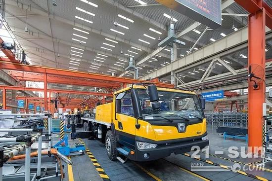 汽车起重机生产线