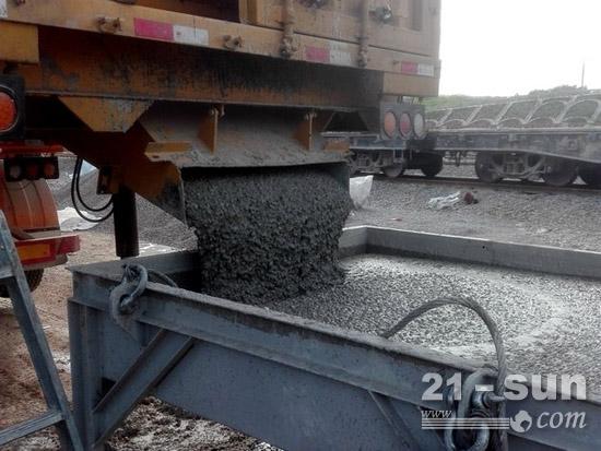 徐工铁装TZJ800L型自密实混凝土移动搅拌车,设备性能可靠、称重配比精确、混凝土质量稳定,各项技术指标满足施工要求