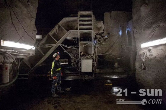 卡特彼勒研发的首款纯电动采矿设备