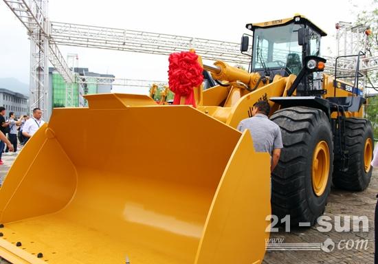山工机械轮式装载机新品SEM680D