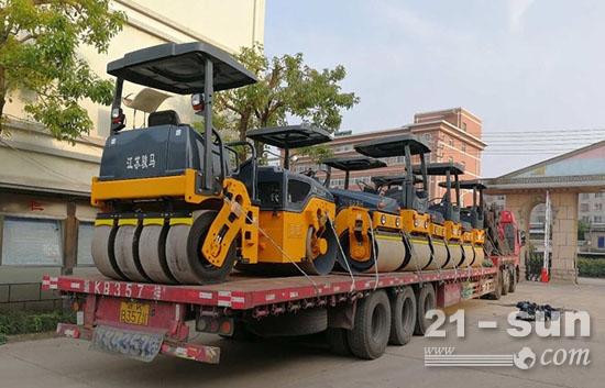 江苏骏马压路机批量奔赴新疆大市场