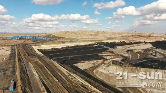 地处天山北麓、准噶尔盆地东南缘的某煤矿集团