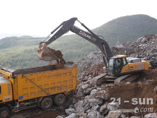 约翰迪尔挖掘机矿山施工
