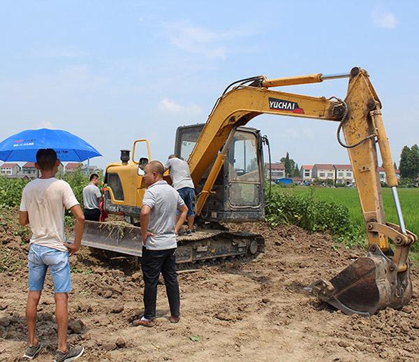 许老板和他的玉柴重工挖掘机