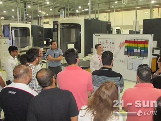 利勃海尔-宇航巴西团队向访问代表团展示精益生产流程、工具的案例