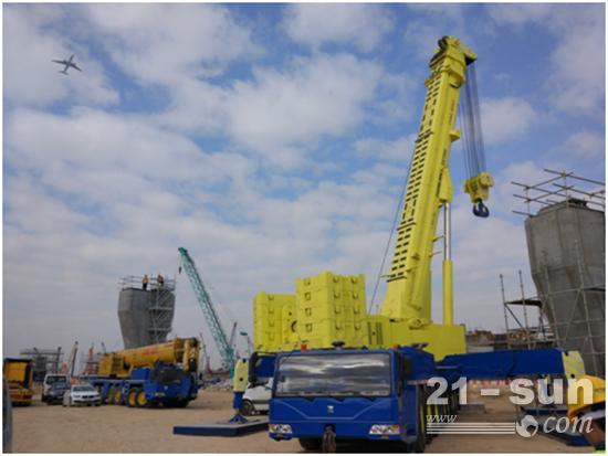 中联重科QAY500全地面起重机助建港珠澳大桥人工岛项目