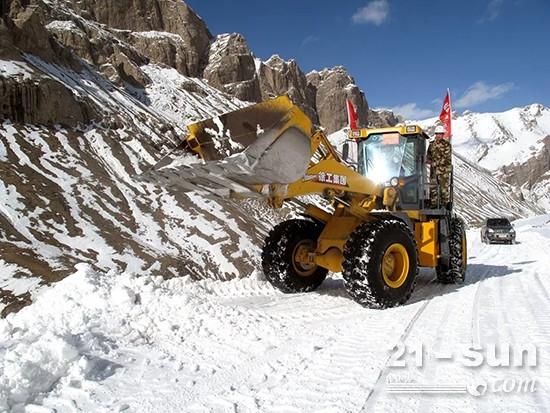 零下二十摄氏度 徐工LW500K装载机保障道路畅通