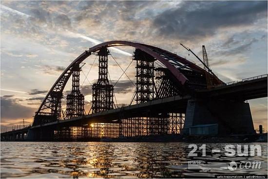 徐工设备参与新西伯利亚公路桥建设
