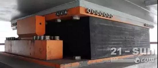 港珠澳大桥使用抗风隔震橡胶支座