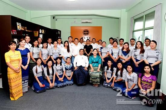 缅甸经销商合照