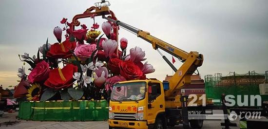 徐工XZJ5080JGKH521米伸缩臂高空作业车助力天安门广场巨型花篮的装饰作业