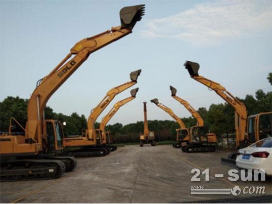 临工好司机合肥站现场展示的临工各种型号的挖掘机