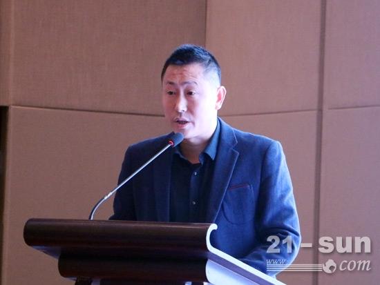 陕汽商用车销售公司副总经理徐冶发言