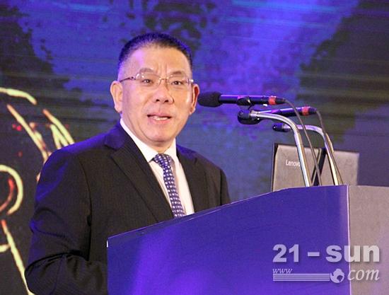 中国工程机械工业协会挖掘机械分会会长、柳工集团董事长曾光安致辞