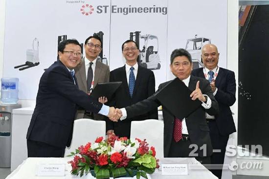 在新加坡工业博览会上,比亚迪与ST Engineering签署合作协议
