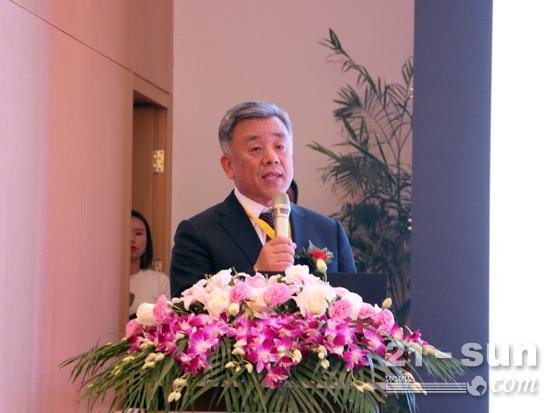 中国工程机械工业协会副秘书长吕莹致辞