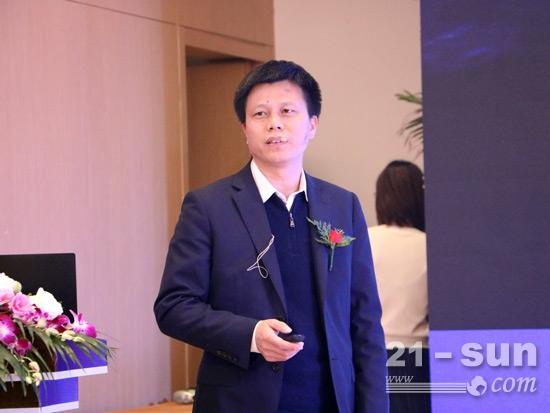 山河智能副总经理朱建新介绍产品优势